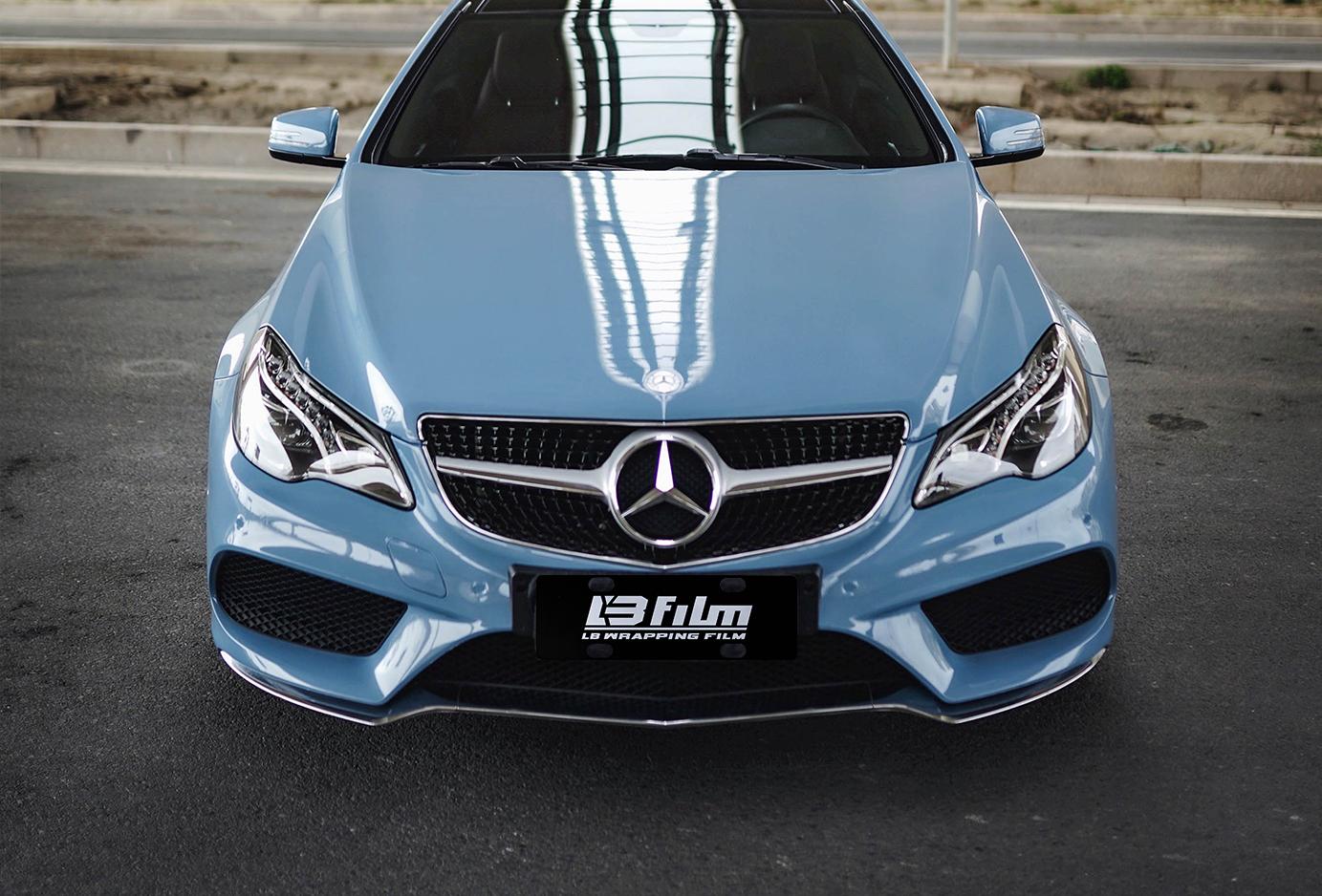 奔驰E级瓷器蓝